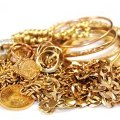 The Pros And Cons Of Pawning And Selling Gold Jewellery